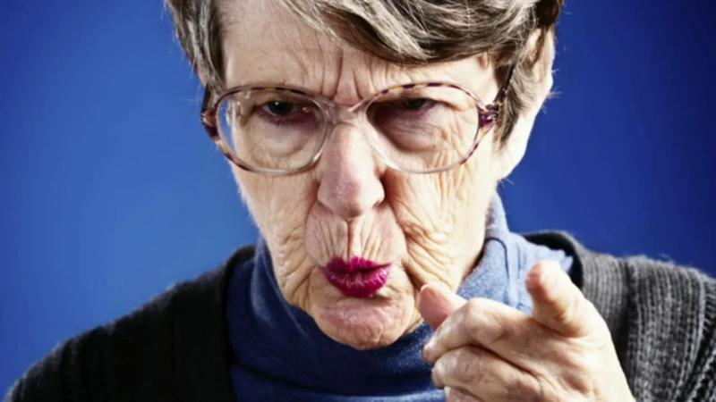 Ваша бабушка старается, переживает и, больше того, требует уважения к своим переживаниям