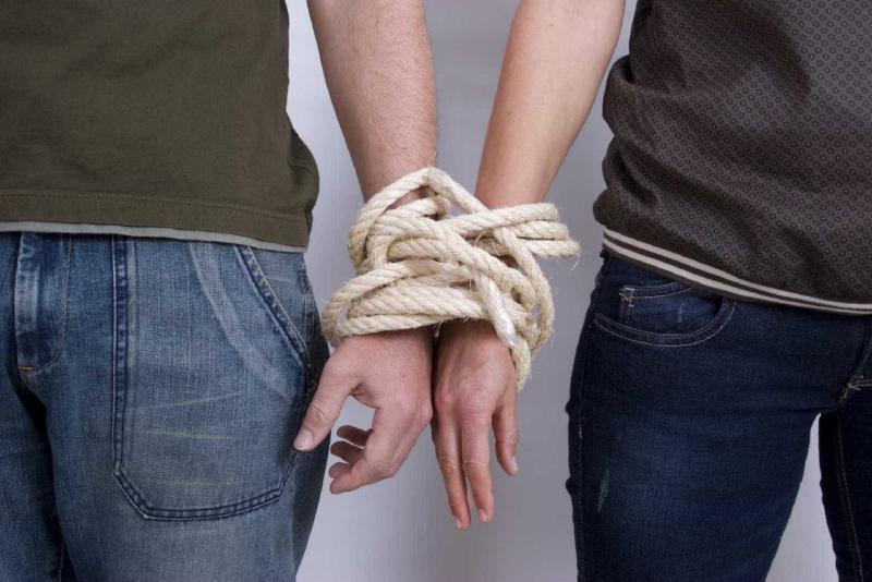 Созависимые отношения не приносят счастья, приходится искать утешения на стороне, что еще больше усугубляет положение