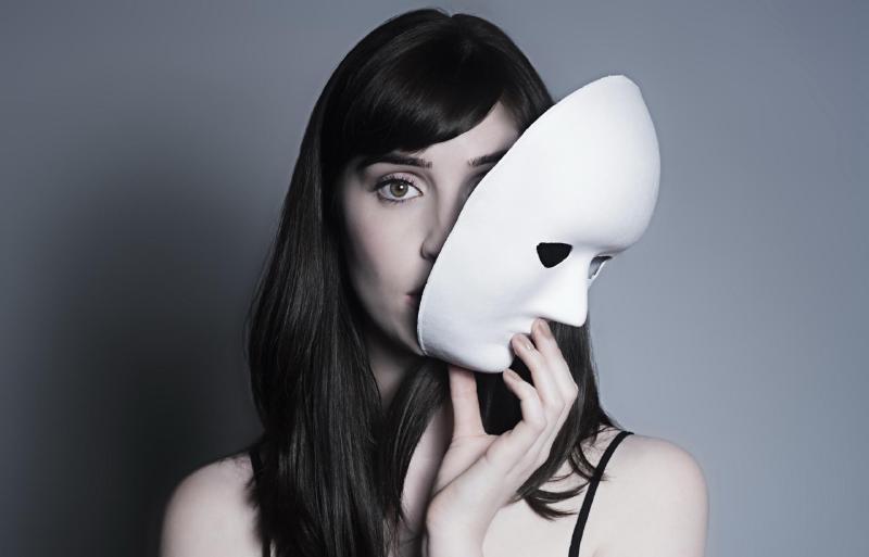 Не нужно пытаться понравится всем мужчинам, меняя маски как перчатки