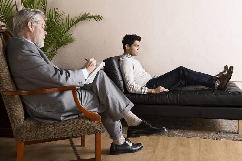 Пациенту с нарциссическим расстройством может только квалифицированный специалист-психотерапевт